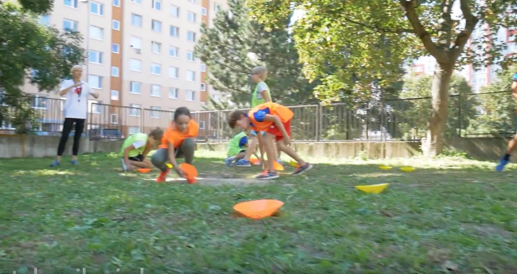 Video: Energizér – Pohybová hra Otvorené a zatvorené klobúčiky