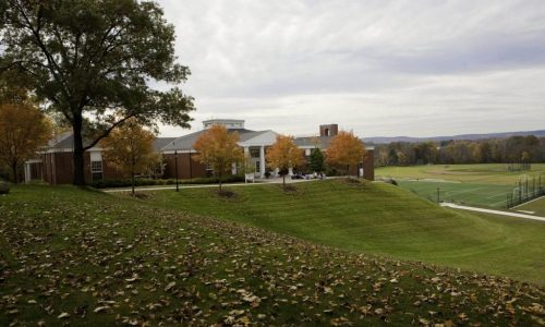 Budova a campus strednej školy