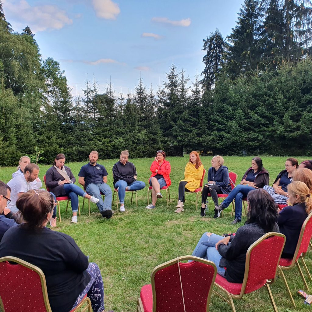 Hľadanie šťastia vo Vrútkach: stretnutie učiteľov a riaditeľov v rámci programu Premena školy zvnútra